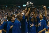 Ku_hoists_trophy_t600_1
